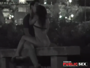 making love on a bench voyeurismo